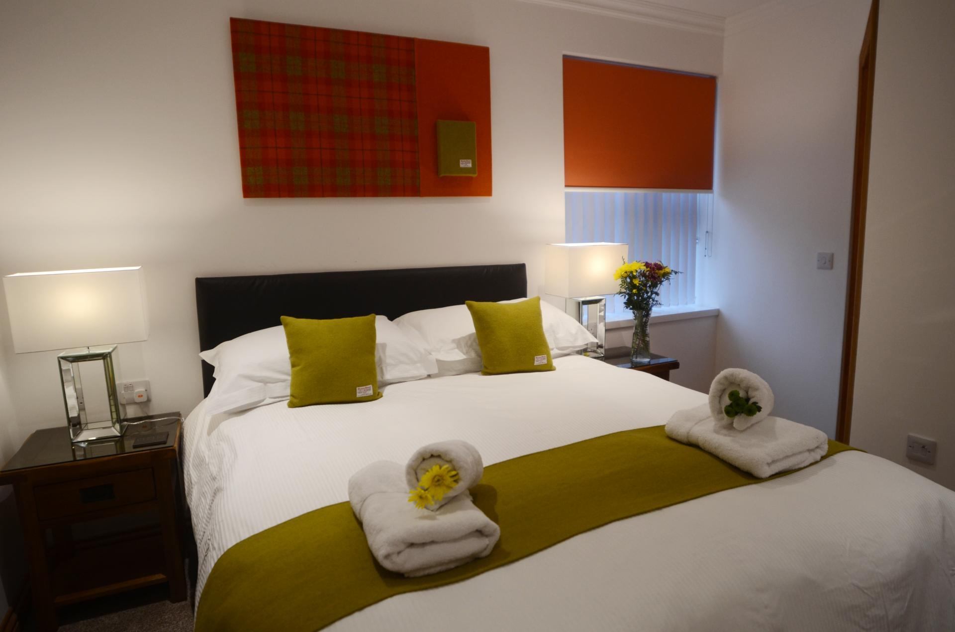Kingsize (1500mm) bed, en-suite, sole occupancy, including full breakfast