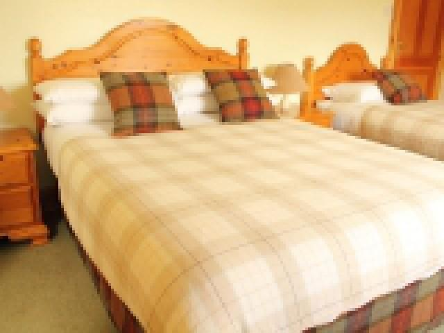 7. A Twin En-suite Room with Loch view and Scottish Breakfast