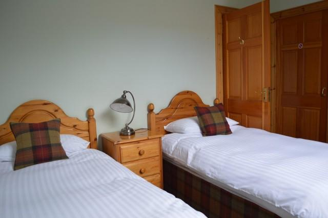10. A Twin En-suite Room with Garden view and Scottish Breakfast