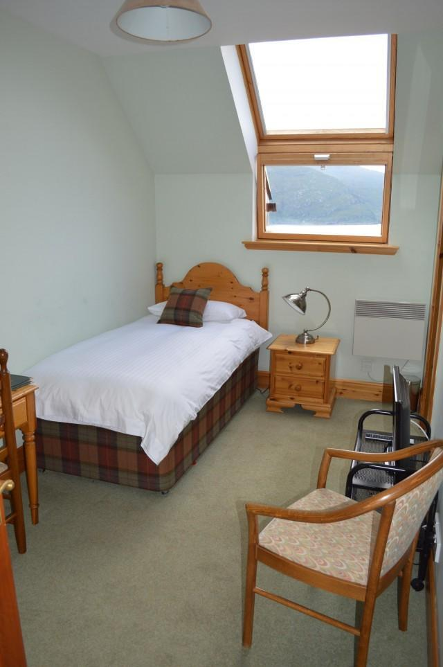 3. A Single En-suite Room with Loch view and Scottish Breakfast