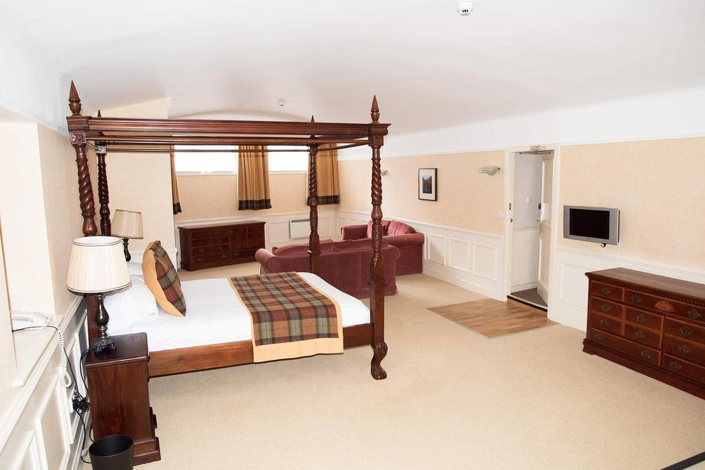 King Size Four Poster En-suite Room 2nd Floor No View (inc. Full Cooked Breakfast)