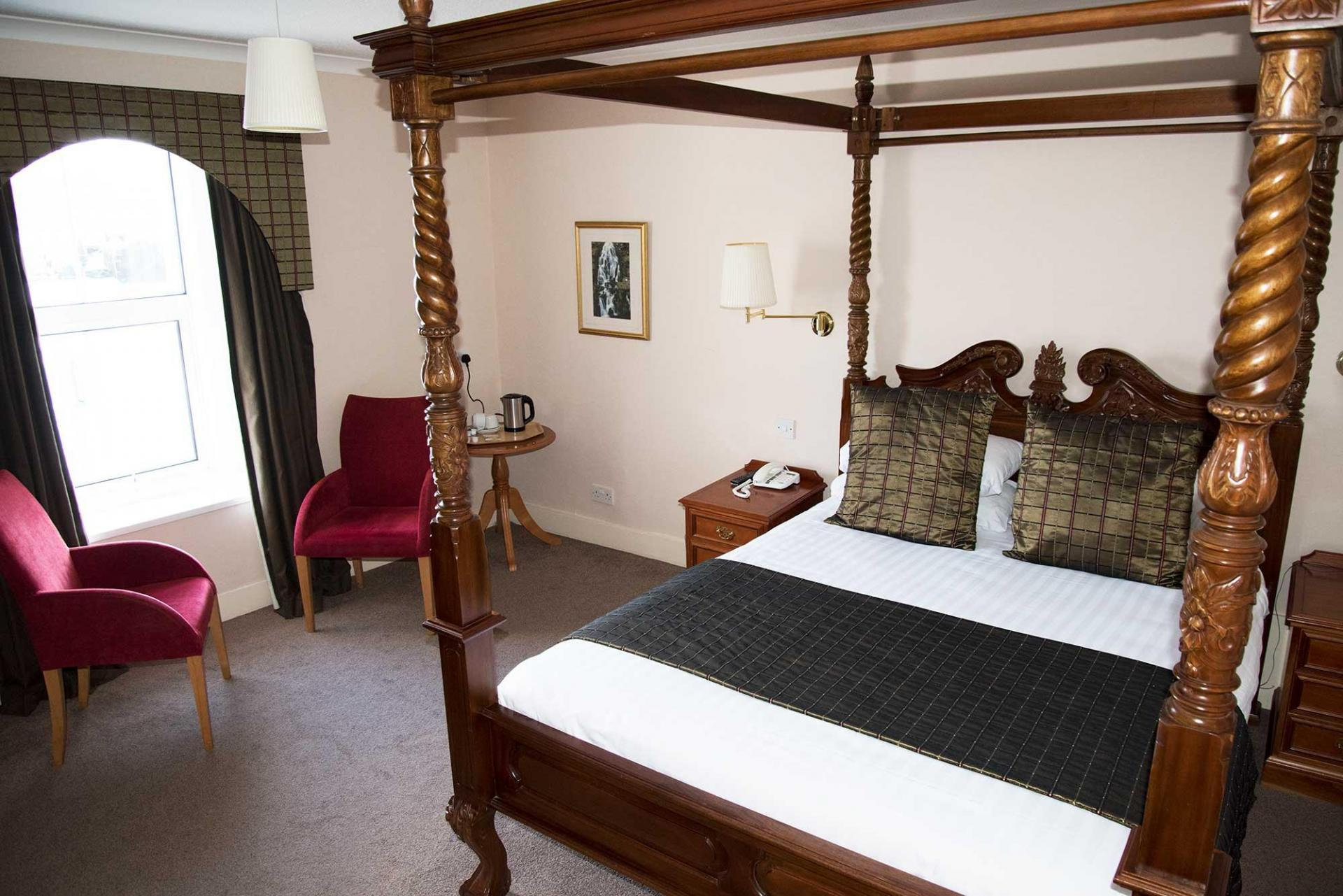 King Size Four Poster En-suite Room 1st Floor Harbour View (inc. Full Cooked Breakfast)