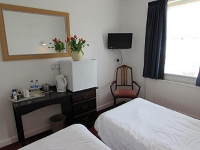 *Non Refundable* - Twin En-suite Room Shower (room Only)