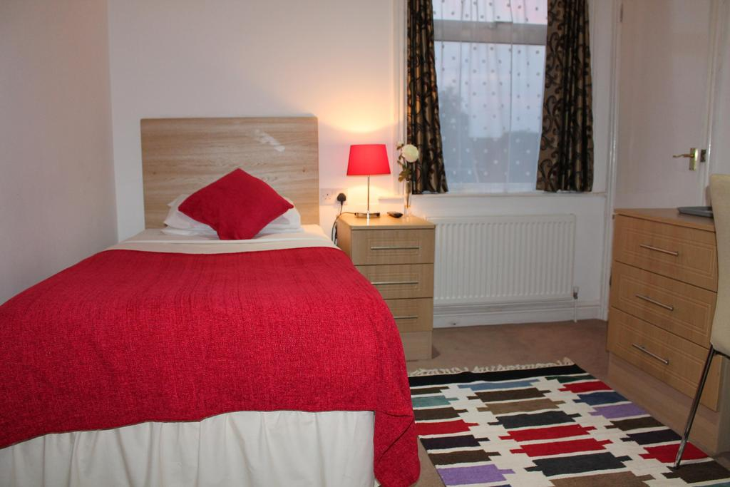 Single En-suite Room(inc. Breakfast)
