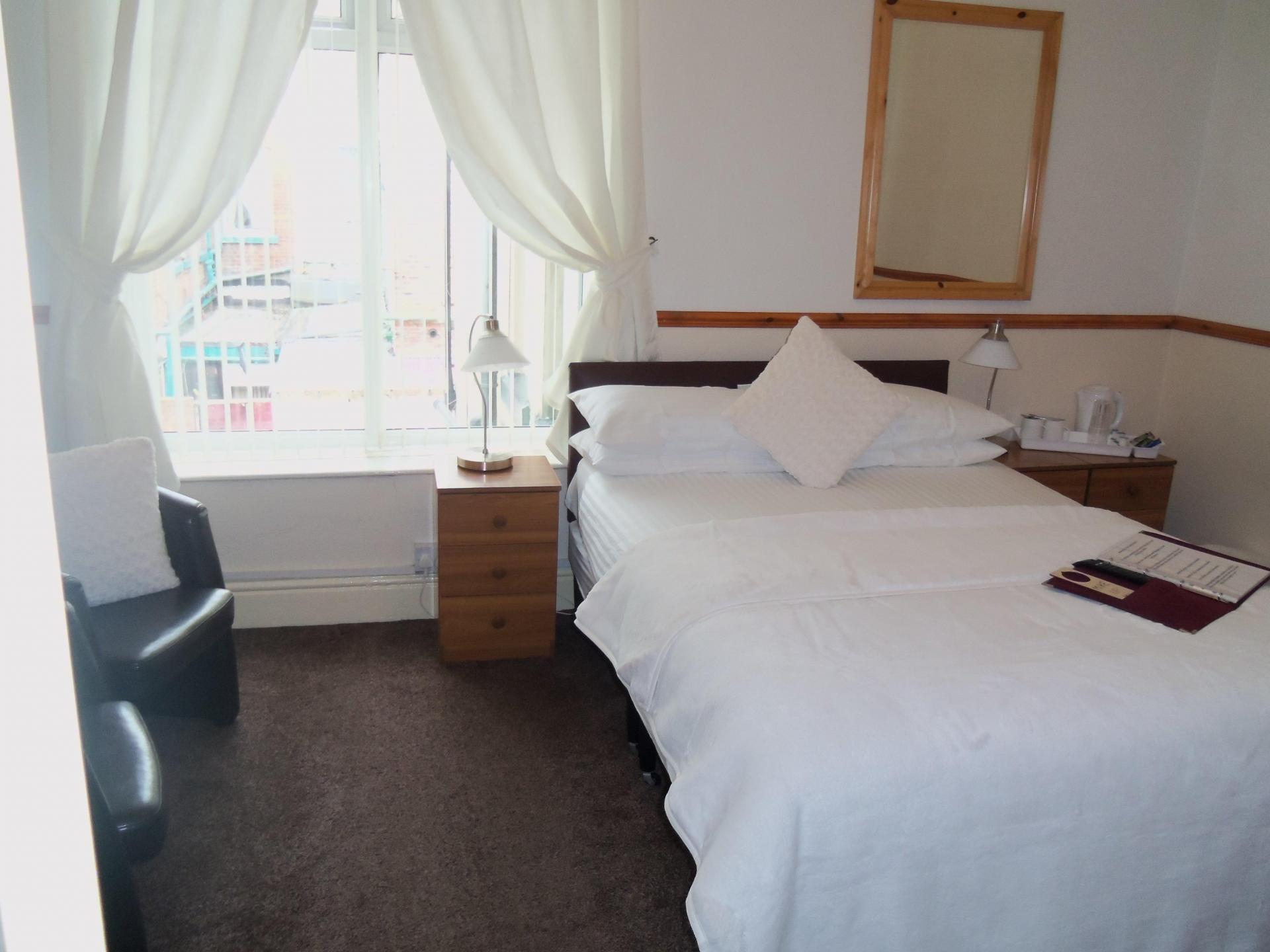 lynbar hotel blackpool lancashire fy1 4qd hotels uk com