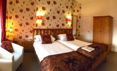 Room 9 - Large Twin room with en-suite facilities