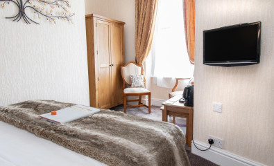 Room 3 - First Floor Double with En-suite Room (inc. Breakfast)