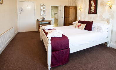 Room 8 - Sea View Double En-suite room (including Breakfast)