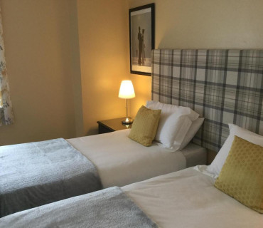 Twin En-suite Room (inc. Breakfast) (2 Adults, O Children)
