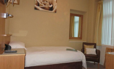Single En-suite Room (inc Breakfast)