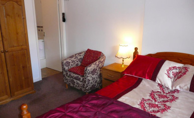 Upstairs Coach House Annexe - Double Bedded Room. En-suite Shower. 1st Floor. Max 1 Person