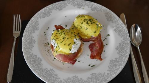 Eggs Ben.jpg_1521863636