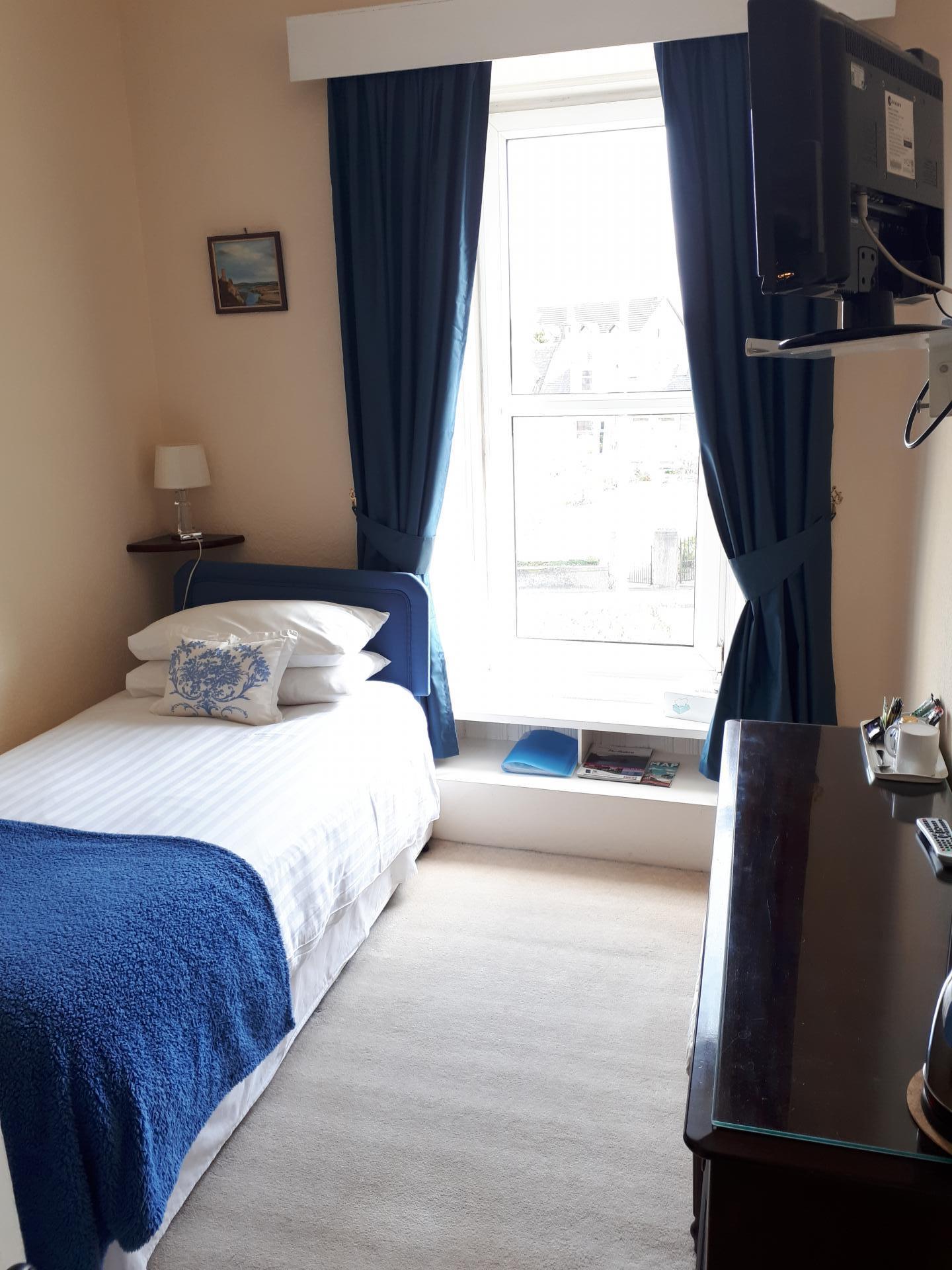 Comfort Single En-suite Room (inc. Breakfast)