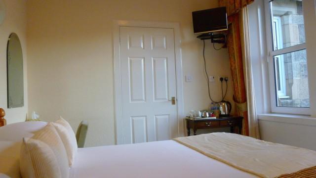 Single Occupancy of Double En-suite Room with Garden View (inc Breakfast)