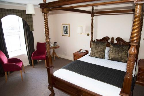 King Size Four Poster En-suite Room, 1st Floor ,Harbour View (inc. Full Cooked Breakfast)