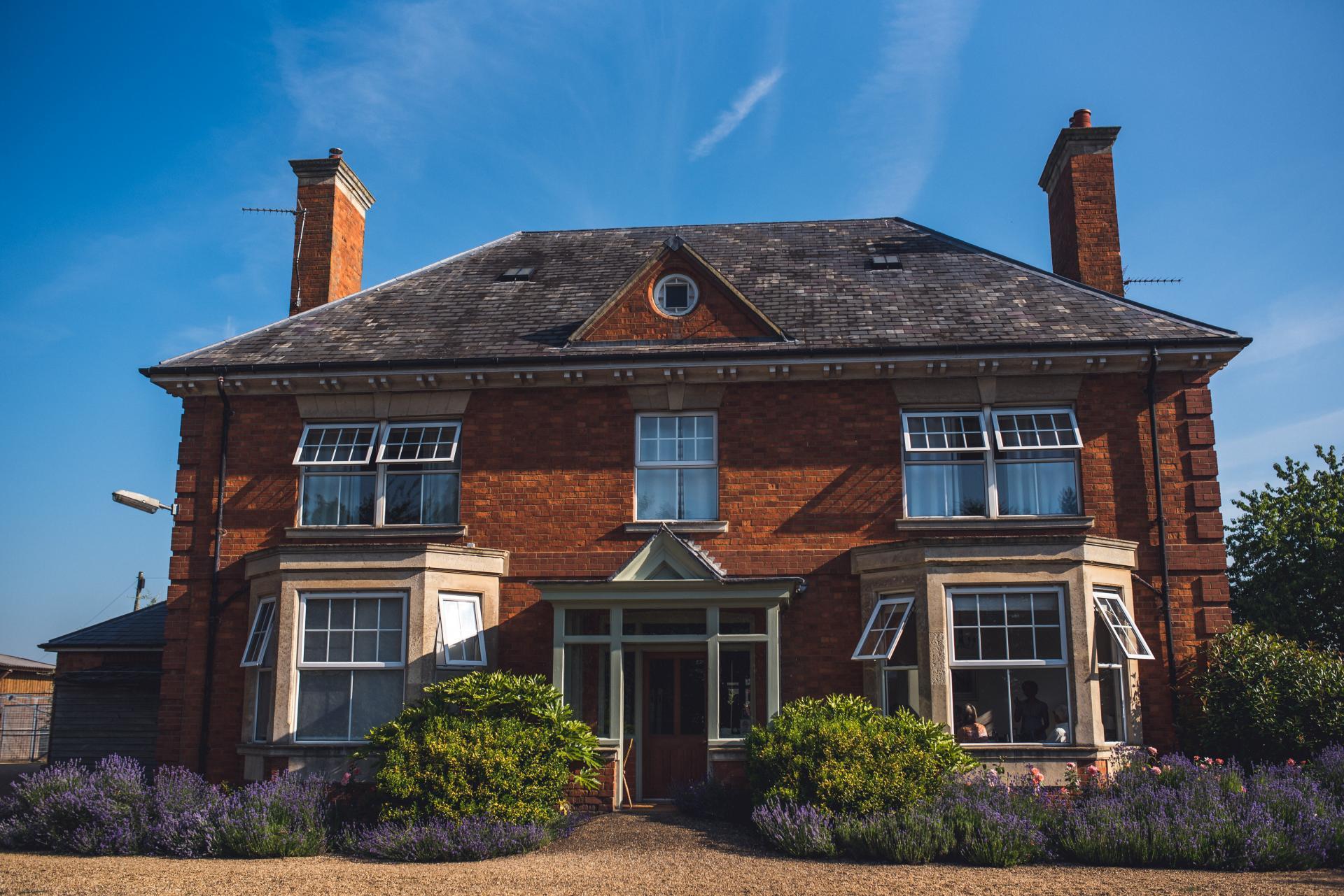Becky and Dan_Farm House.jpg_1578435048