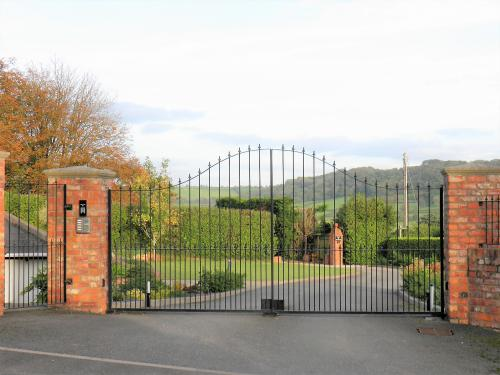 entrance gates to Heights House, sidmouth bed and