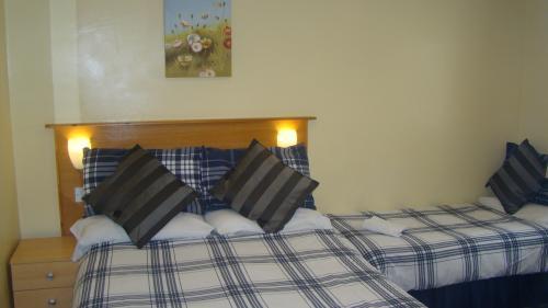 Twin En-suite Room ( 2 Persons ) Inc Breakfast