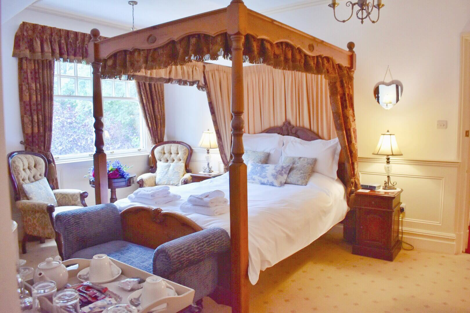 Victorian King-size Four Poster Suite.Breakfast Included.
