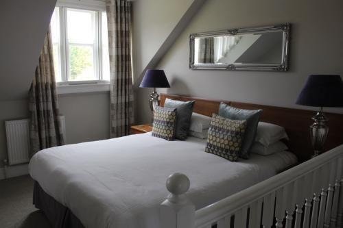 Room 6 - Large Double En-suite Room (inc. Breakfast)