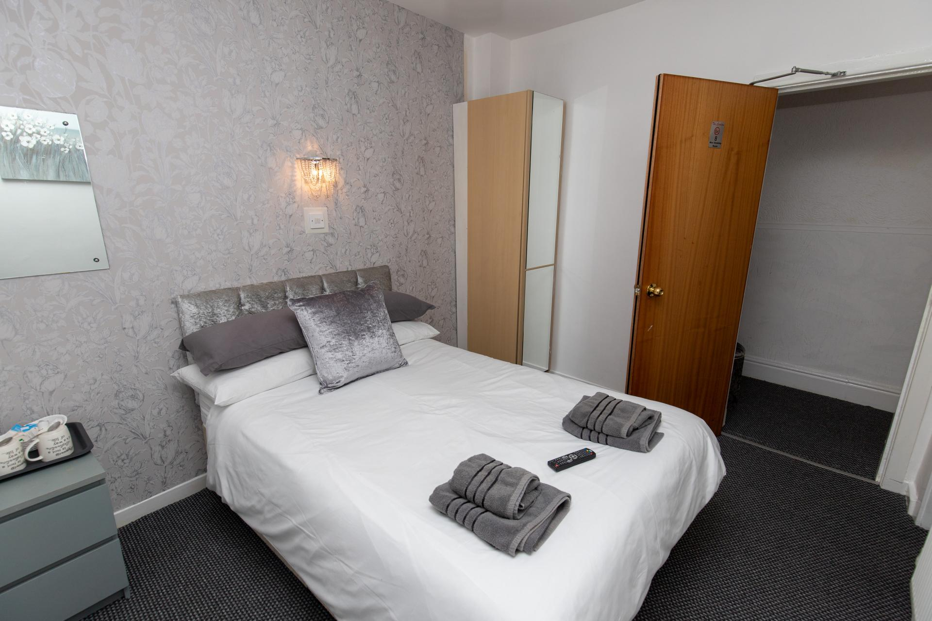 Small Double En-suite Room (room Only)