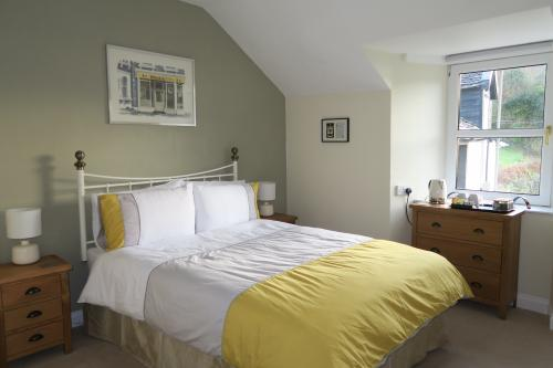 Double Room with garden, loch & mountain view