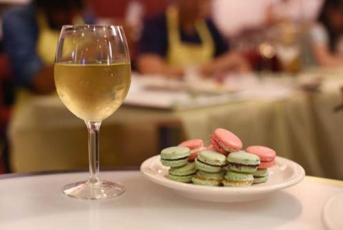 Wine &macaroon.jpg_1579011185