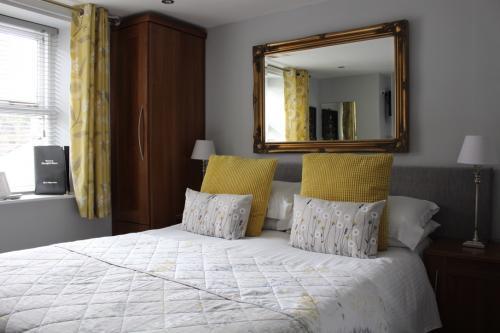 Room 4 - Small Double En-suite Room (inc. Breakfast)
