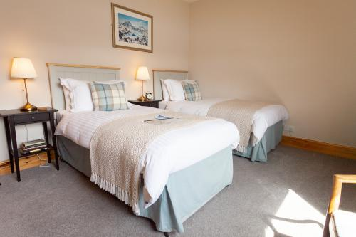 Room 9. A twin en-suite room with Loch view - one night surcharge.