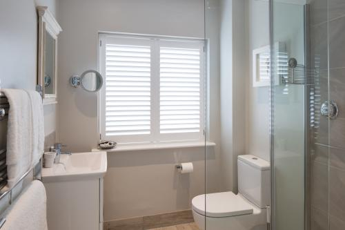 Shoalstone En-suite close up.jpg