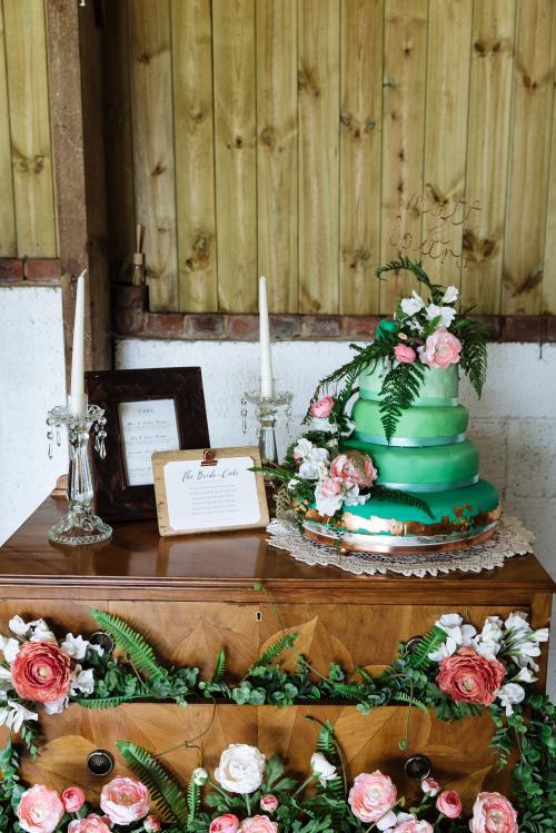Nick Tucker - Laura &Matt Cake.jpg_1590493305