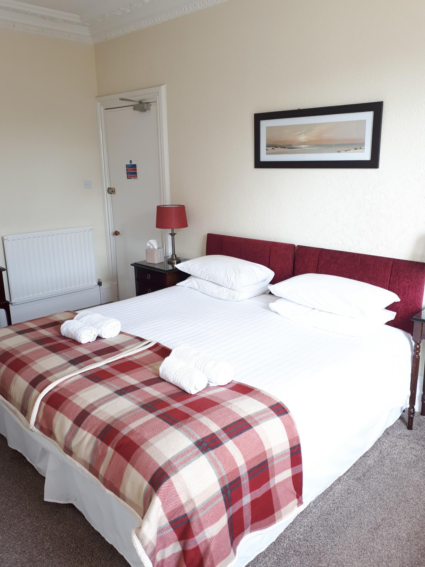 Kingsize Double En-suite Room with City View (inc. Breakfast)