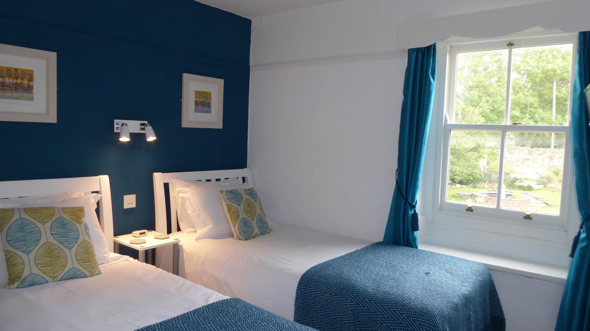 Standard Twin Bed with en-suite shower, Room 4
