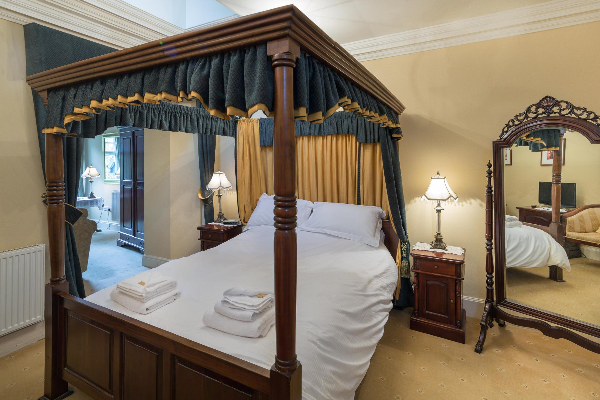 Jacobean King-size Four Poster Suite.Breakfast Included