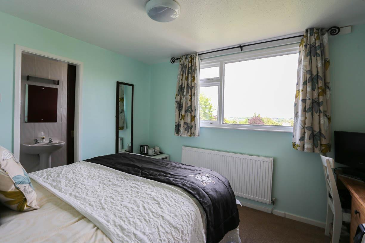 Small En Suite Double Room (incl Breakfast)