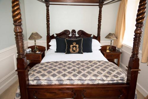Four Poster En-suite Room, Ground Floor, Restricted Harbour View (inc. Full Cooked Breakfast)