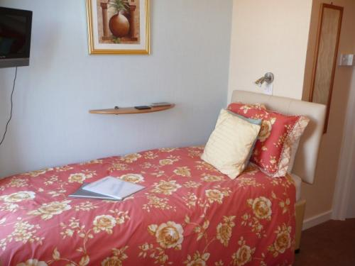 1st floor Sea View Single En-suite Room (inc. Breakfast)