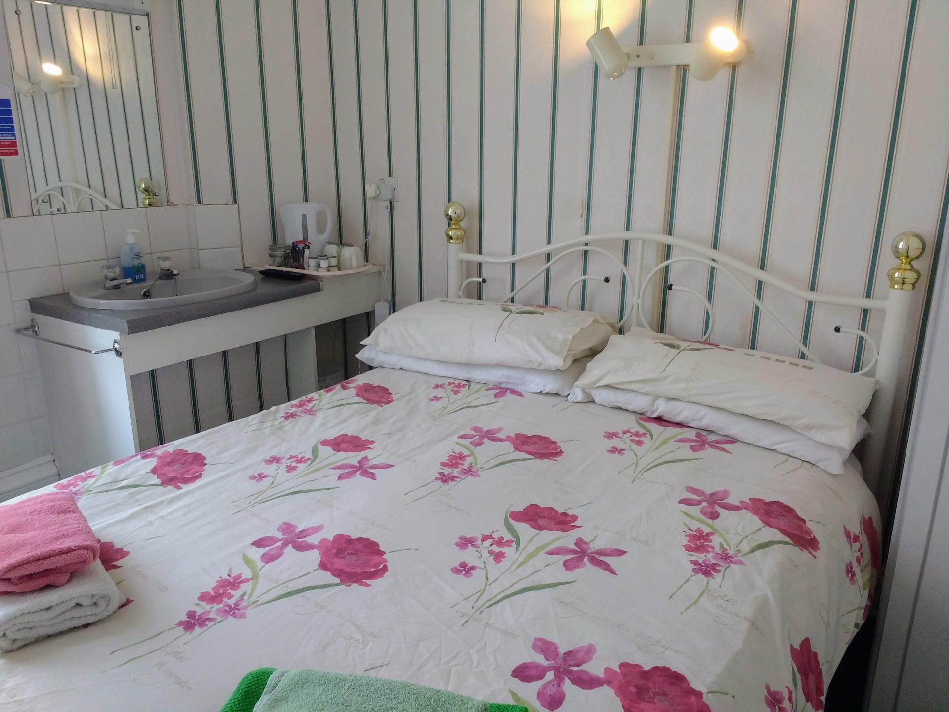 Small Double Room 3 non-ensuite(with breakfast)