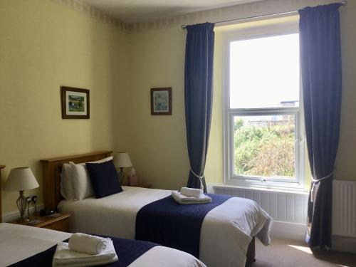 Twin En-suite Room With Sea View (inc Breakfast)