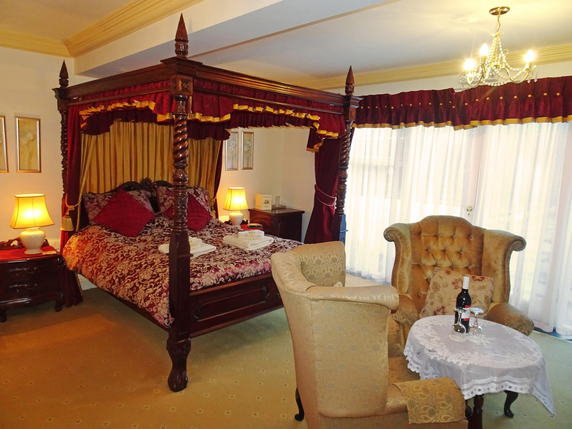 Queen Anne King-size Four Poster Suite.Breakfast Included.