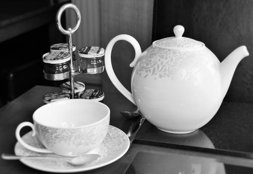 Tea cup &Pot.jpg_1521748863