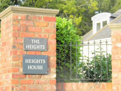 entrance sign to Heights House, sidmouth bed and b