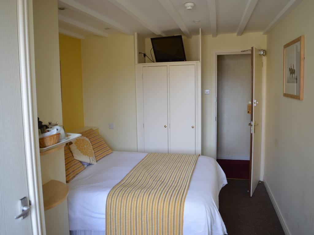 Matt Peacock - Double Ensuite Room (Room Only)