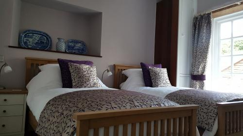 Yr Aman Single Occupancy Twin En-suite (bath/shower) Room inc. Breakfast