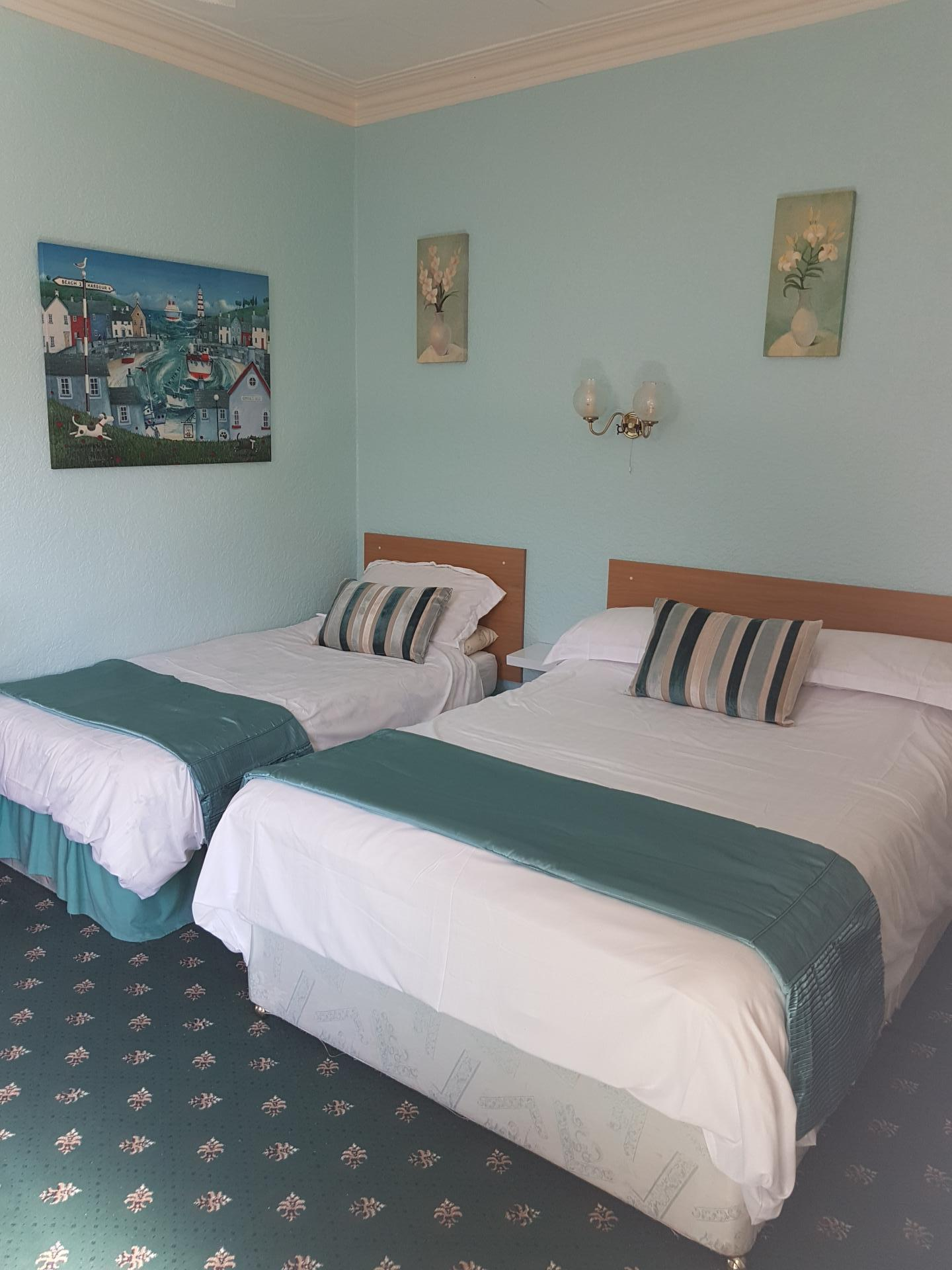 Family (3)or twin room En suite (inc. Continental Breakfast)