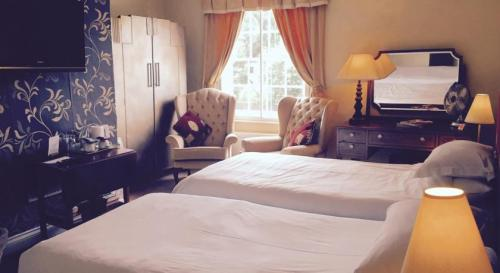 Gold - Super King-size Bed En Suite Including Continental Breakfast