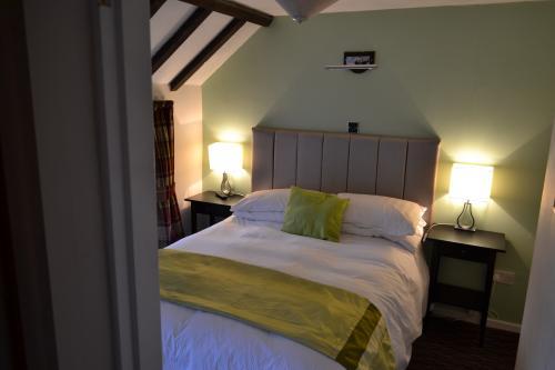 Oak Tree Inn   Front St Tantobie, Stanley, DH9 9RF   Hotels uk com