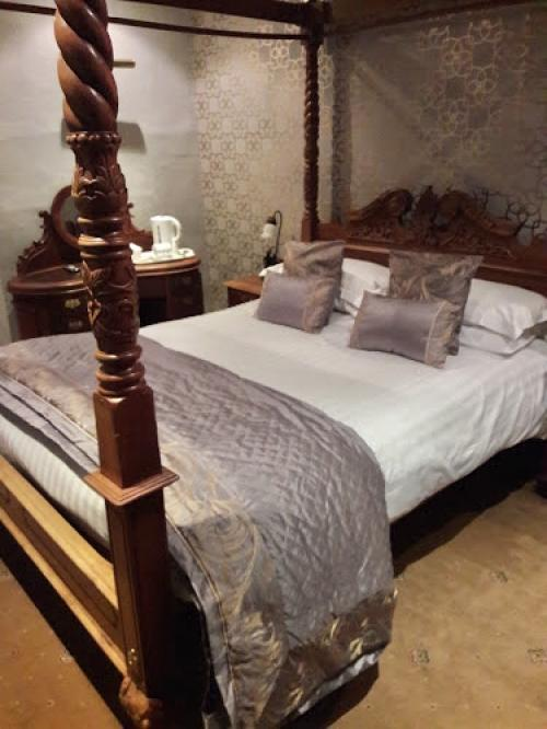 (2)King Size Four Poster En-suite room