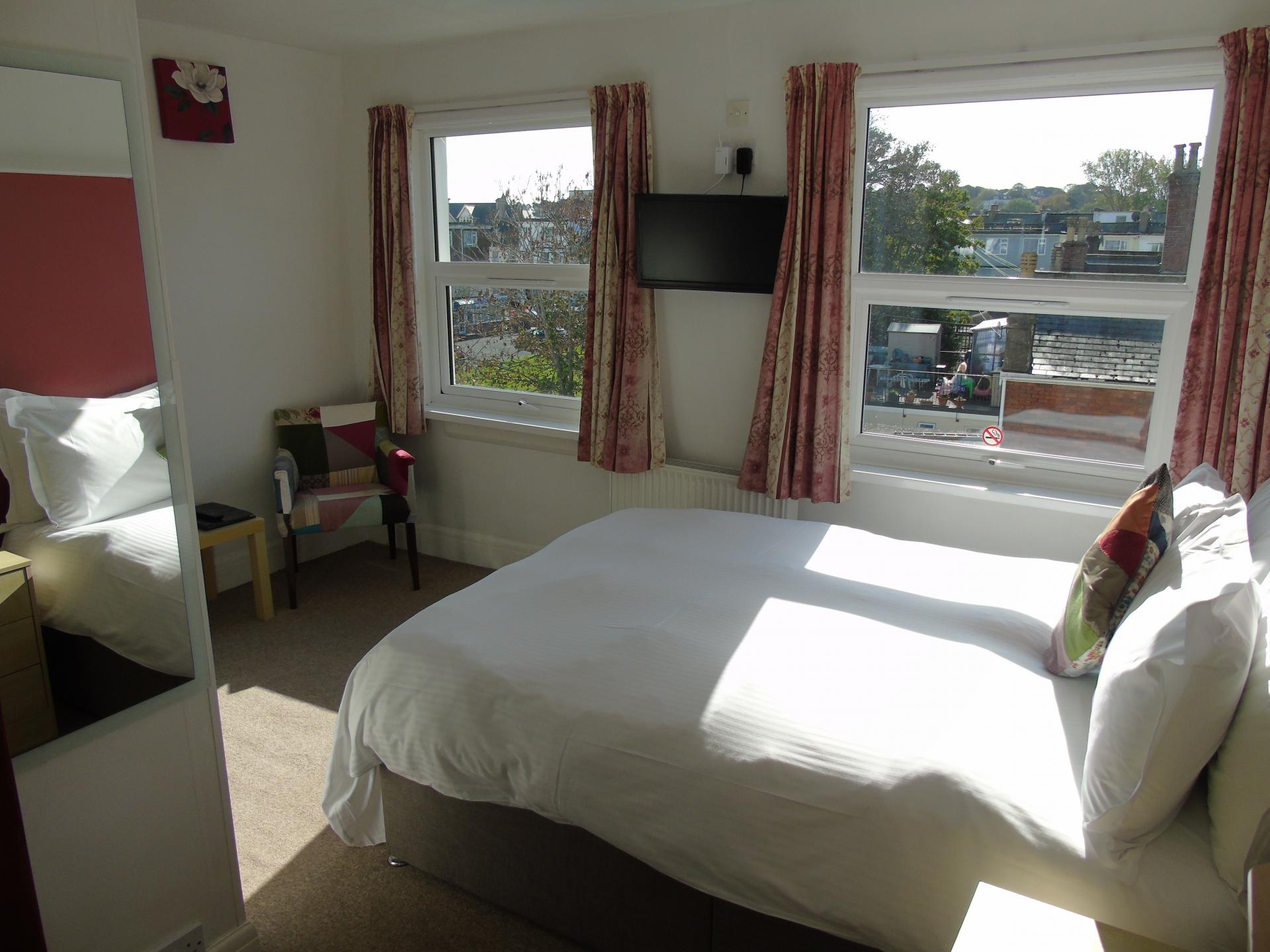 Double Ensuite Single Occupancy (incl:Breakfast)