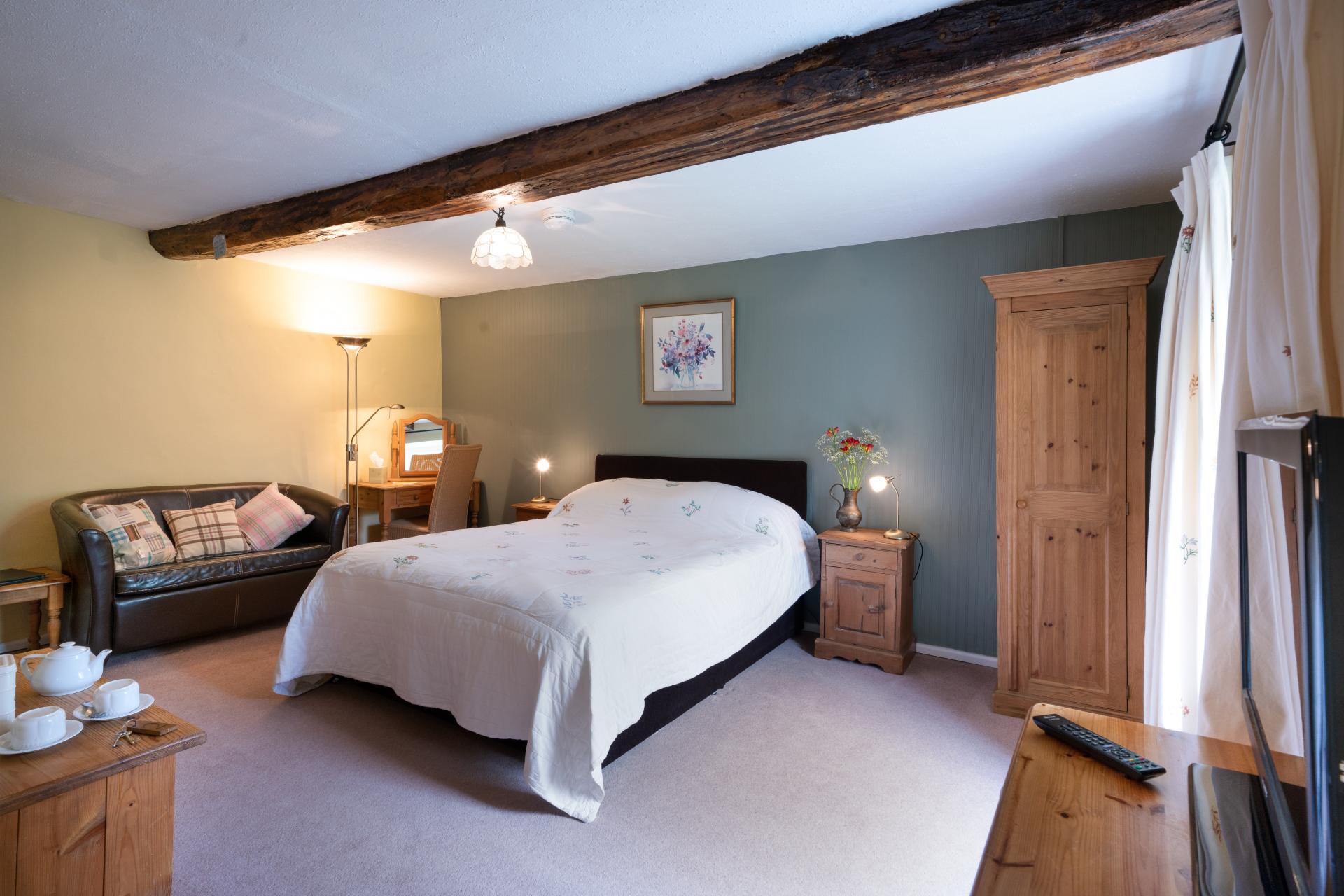 King Size Double En Suite Bedroom with Breakfast